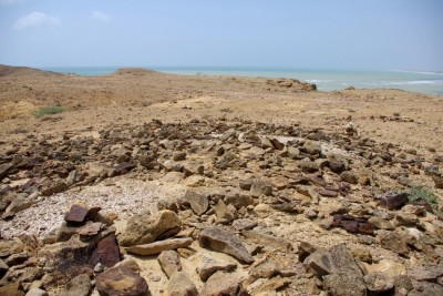 Figure 5. SNR-1: western part of the site, with Structure B covered with <em>Meretrix</em> marine shells in the foreground, and Structure A, also covered with <em>Meretrix</em>, in the background (photograph by P. Biagi).